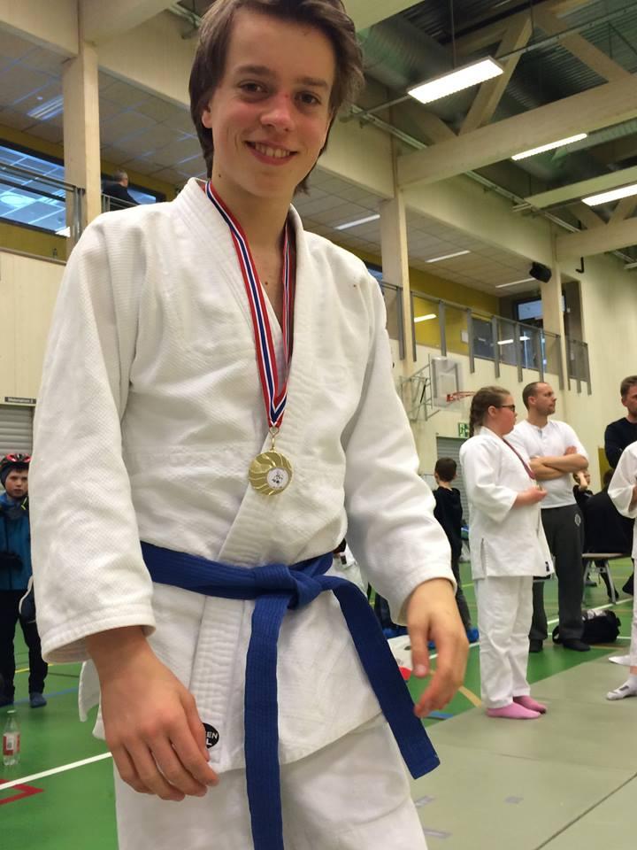 Morten tok gull i U15 minus 56 kg etter flere harde kamper.